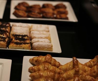 Petit-déjeuner buffet Hôtel Conqueridor